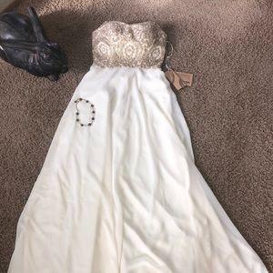 Dresses & Skirts - 🌟Stunning Brocade and Crystal Bridal Dress 🌟